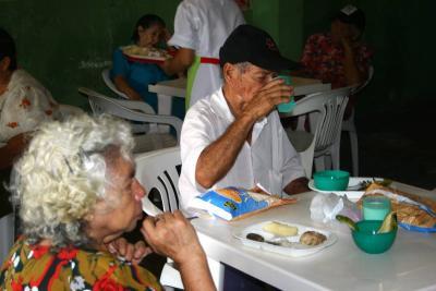 Ancianos recibirán almuerzos gratuitos