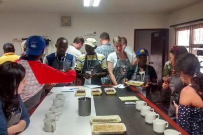 Comisiones de Bélgica y Burundí visitaron cafetales