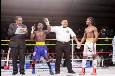 Colombia lidera Serie Mundial de Boxeo gracias a Yuberjen Martínez