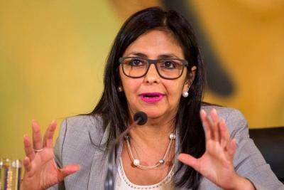 """La Canciller venezolana llama """"perro simpático"""" al presidente de Perú"""