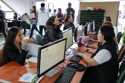 ¿Busca trabajo? Ofrecerán 281 vacantes para las mujeres de Santander