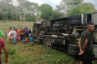Se accidentó bus donde  viajaban 26 santandereanos