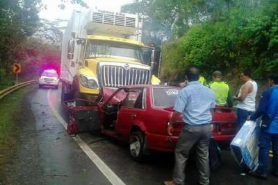 Dos heridos tras colisión de frente en Santander