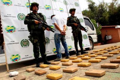 Policía halló 142 kilos de cocaína en un camión cerca a Santander