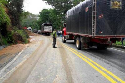 Tras derrumbe, ya habilitaron paso en la vía Bucaramanga - Barrancabermeja