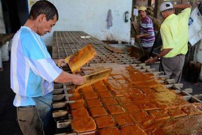 Al mercado de Santander estaría llegando panela de azúcar