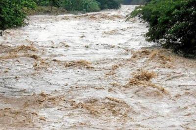 Hombre fue arrastrado por corriente del río de Oro en Girón