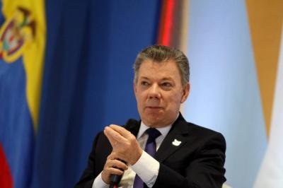Santos admitió haber suscrito contratos públicos con empresa de su exgerente de campaña