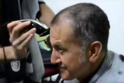 Osorio, entrenador de la Selección de México, se rapó por perder una apuesta