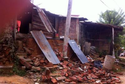 Caída de un muro por poco ocasiona una tragedia en Bucaramanga