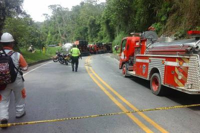 Paso restringido a un carril en la vía Bucaramanga-Barrancabermeja por un accidente