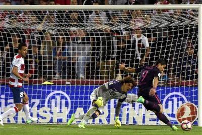 Barcelona derrotó 4-1 al Granada y mantiene la presión sobre el Real Madrid