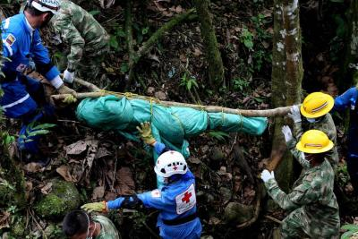 Sobrevivientes de la avalancha de Mocoa buscan a sus muertos