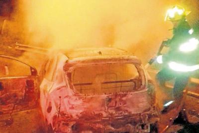 Vehículo en llamas en Bucaramanga
