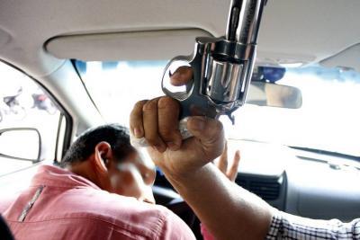 Dos menores de edad atracaron  a un taxista en Bucaramanga