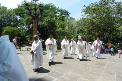 Se realizó la solemne misa crismal en San Gil