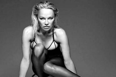La campaña de lencería de Pamela Anderson a sus 49 años