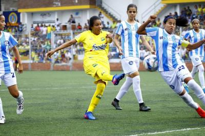 Nuevo clásico metropolitano en el fútbol femenino de Santander