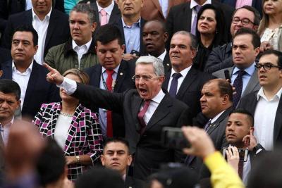 Uribismo y un grupo de víctimas de la violencia protagonizaron duro enfrentamiento