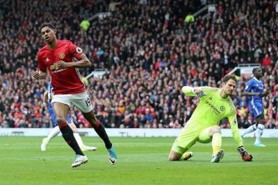 Manchester United pone la Premier 'al rojo' al vencer al Chelsea