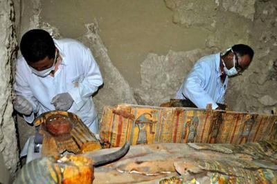 Vea las momias que hallaron en una tumba faraónica en Egipto
