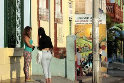 Ordenan proteger a trabajadoras sexuales venezolanas que trabajan en Colombia