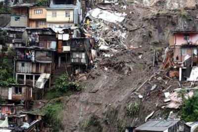 Aumentan a 11 los muertos por deslizamiento tras lluvias en Manizales