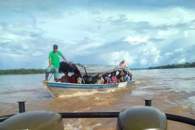 Armada colombiana rescató una embarcación que quedó a la deriva