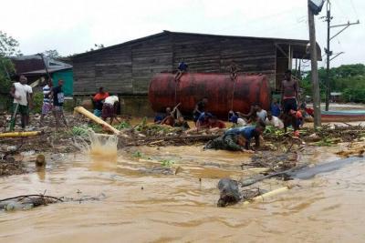 Desbordamiento de ríos en Chocó dejan  tres muertos y un centenar de desaparecidos