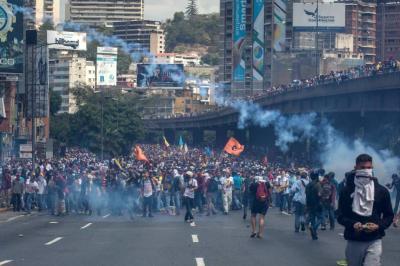 Diez personas murieron tras intentar saquear una panadería en Venezuela
