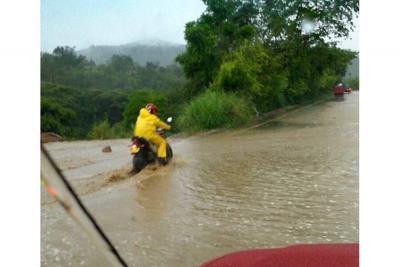Lluvias y deslizamientos ocasionan cierre de vías