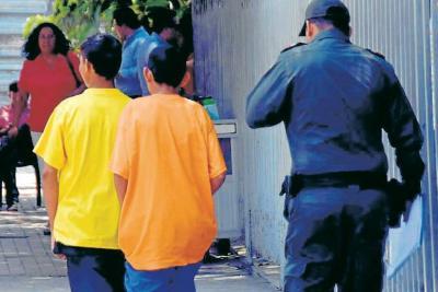 Dos menores de edad abusaron de una mujer en Santander