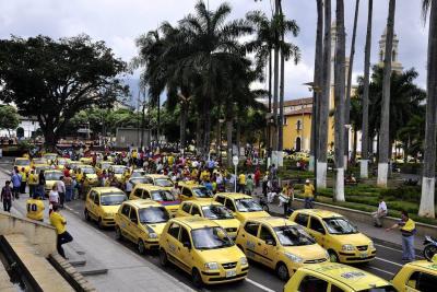 Taxistas realizaron pitazón para que regrese el Pico y Placa a Bucaramanga