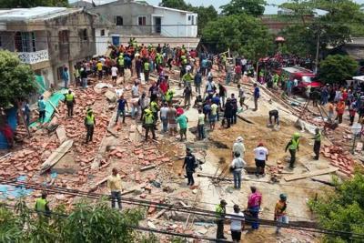 Cinco muertos y decenas de heridos tras colapso de edificio en Cartagena