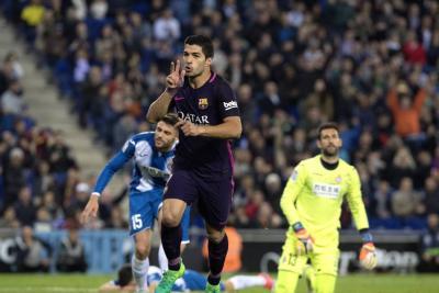 El Barcelona sigue líder tras sudar un triunfo por 0-3 ante Espanyol