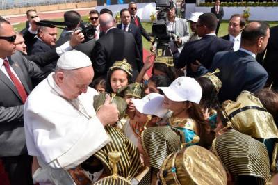 Papa Francisco concluyó su visita a Egipto defendiendo la caridad contra el extremismo