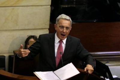 """Uribe rechazó """"la persecución de la Contraloría"""" por las tierras de su familia"""