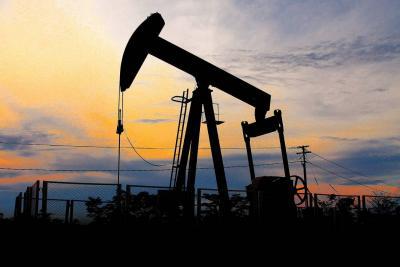 El petróleo salta y sube más de 3 %