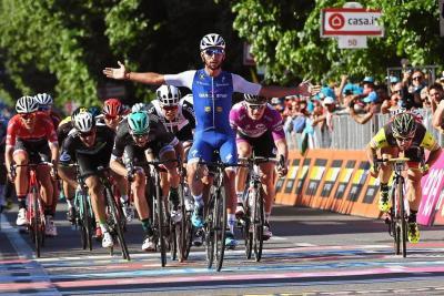 El colombiano Fernando Gaviria (Quick-Step) ganó al esprint la quinta etapa del Giro de Italia, ayer, en Messina, sumando así su segundo triunfo en esta edición de la carrera, tras haberse impuesto también en la tercera.