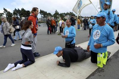 Peregrinos en Fátima a la espera del papa Francisco