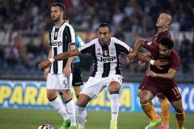 Juventus cayó 3-1 contra Roma y aplaza la celebración del título