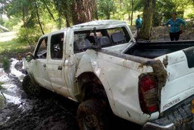 Dos muertos por caída de camioneta a quebrada en Santander