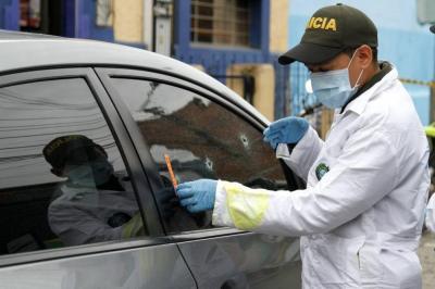 Mujer y Policía heridos por sicarios en Floridablanca están fuera de peligro