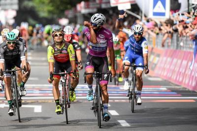 Gaviria ya lleva tres victorias en el Giro