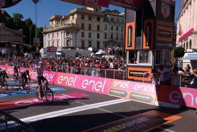 Pese a caída, Nairo logró el segundo puesto en la etapa 15 del Giro