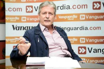 Leonidas Gómez devuelve condecoración de la Asamblea de Santander