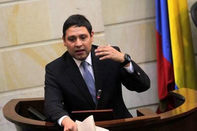 Presidente del Senado se indignó por presencia de las Farc en el Congreso