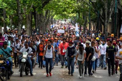 Oposición llama a caminata nocturna por joven muerto en manifestación en Caracas