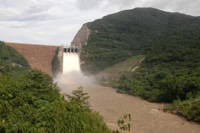 Por creciente de caudales se abrieron compuertas de Hidrosogamoso