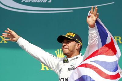 Lewis Hamilton ganó la 'pole position' en Canadá e igualó a Senna